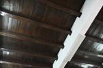 sufit w dawnej stołówce schroniska młodzieżówego