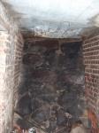 kamienne wzmocnienie znajdujące się po obu stronach dawnego wejścia